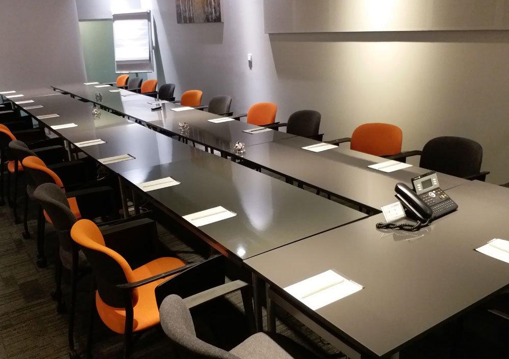 Hızlı Web Büyük Toplantı Odası (HizliWeb.net)